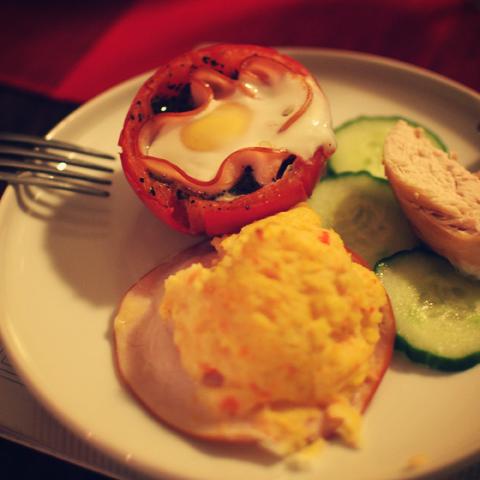Alfie tegi tomati sisse küpsetatud muna